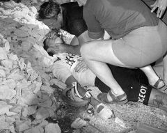 Tom Simpson 1967; Dies 2km from the summit of Mount Ventoux