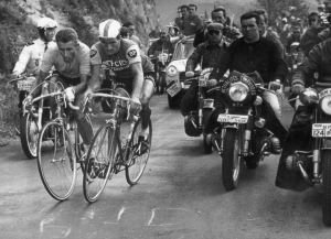 Probably the most famous picture in cycling. 'The' famous duel with Poudilor