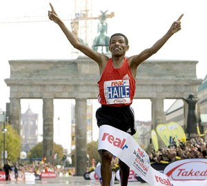 Gebrselassie breaking World Record at 2008 Berlin Marathon - click for interview with Athletics Illustrated